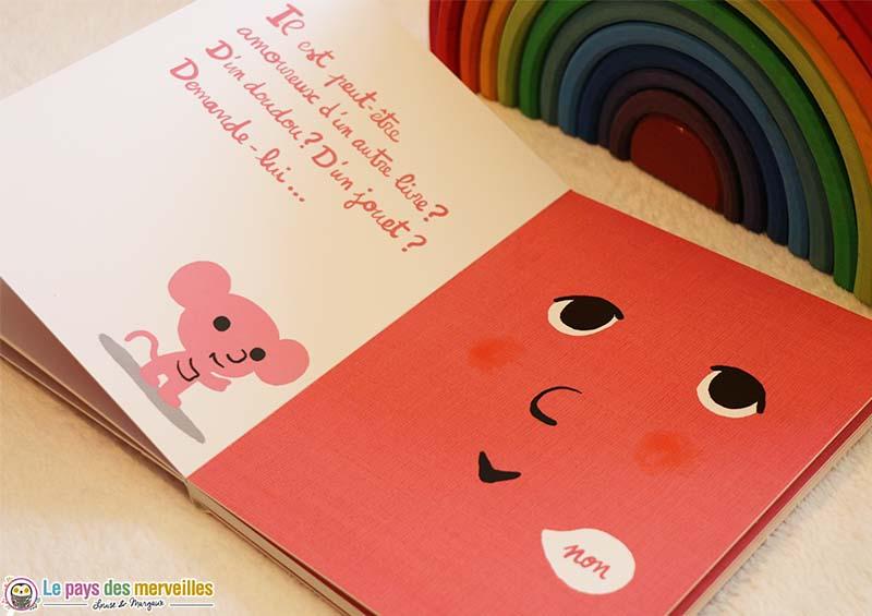 petite souris rose du livre amoureux