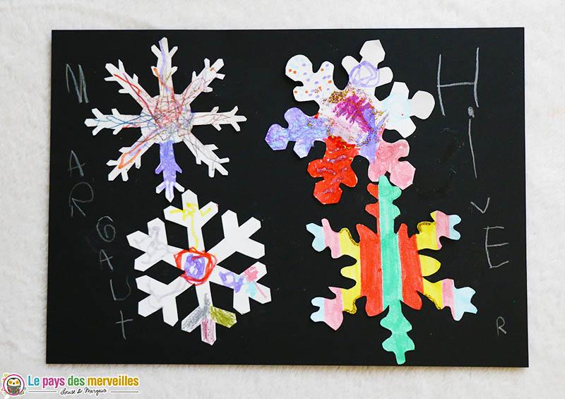 Invitation à créer flocons de neige par un enfant de 3 ans