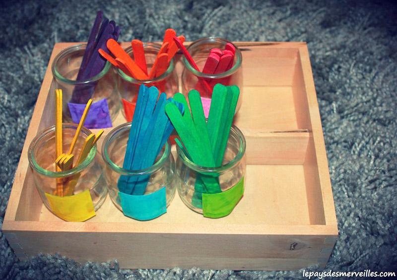 Trier les couleurs dans des pots