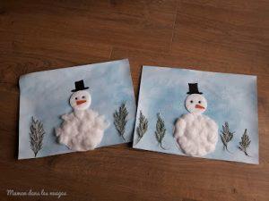 Bonshommes de neige en coton dans un decor hivernal