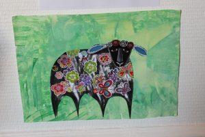 mouton peint à la manière de Karla Gerard