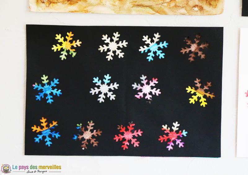 Art visuel : flocons de neige colorés
