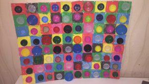 peinture et collage de bouchons à la manière de Kandinsky