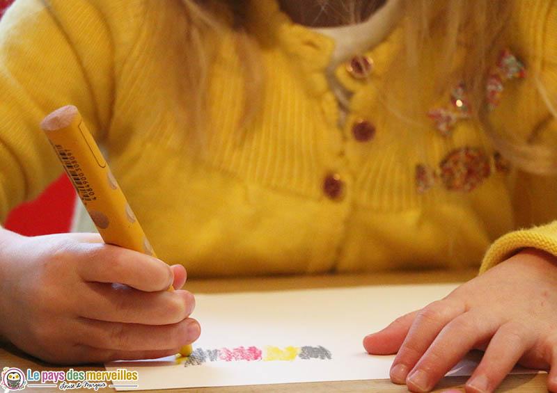 Dessiner avec des crayons de couleur aquarellables