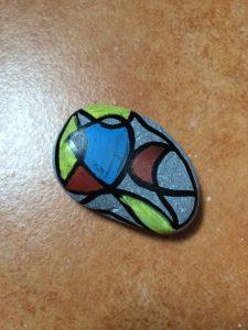 galet peint à la manière de Miro