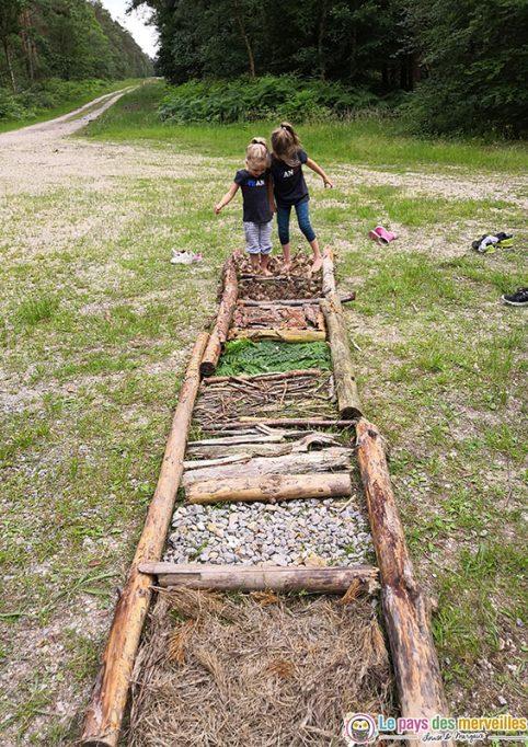 DIY parcours sensoriel dans la forêt avec les enfants