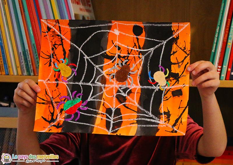 Toile d'araignée à la pastel et à l'encre pour la maternelle