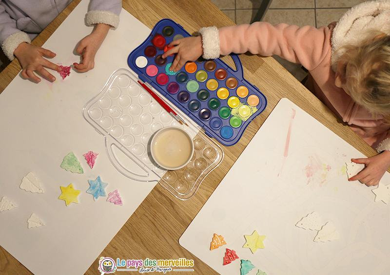 Bricolage de Noël pour les enfants avec de la pâte autodurcissante