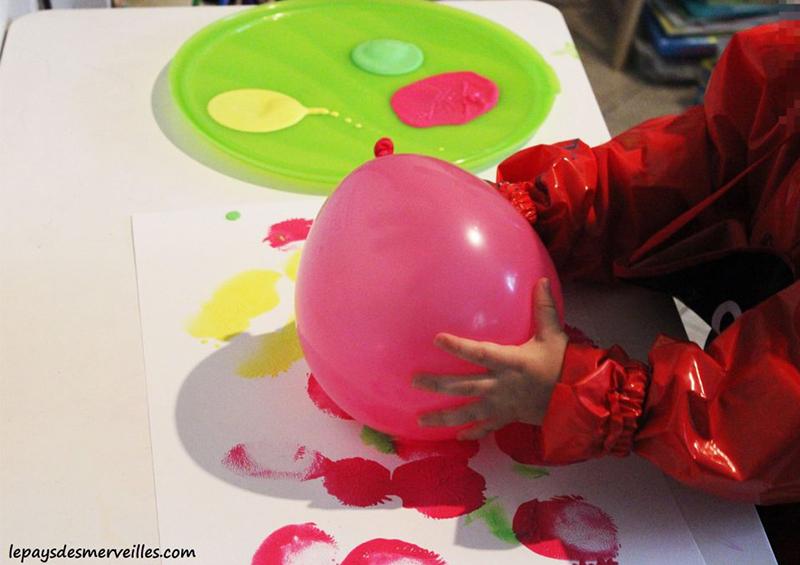 activité de peinture avec un ballon de baudruche