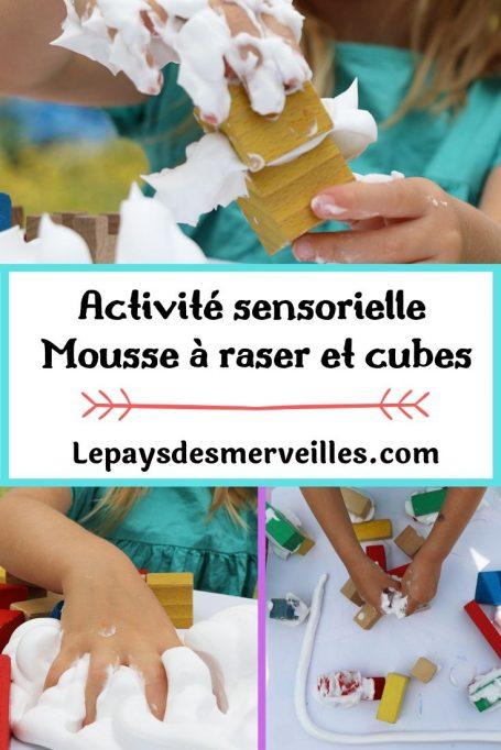 Activité sensorielle avec de la mousse à raser et des cubes en bois