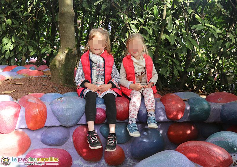Decor du labyrinthe d'alice au pays des merveilles à Disneyland