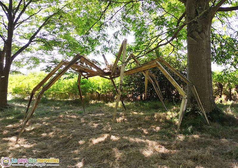 Araignée géante en bois