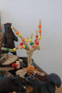 Arbre avec un cure pipe et des perles