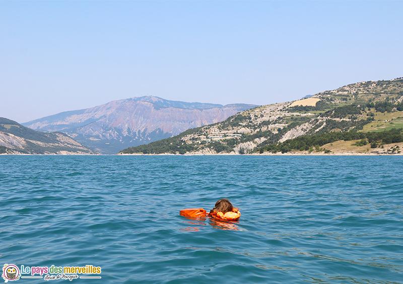 Baignade dans le lac de Serre-Ponçon