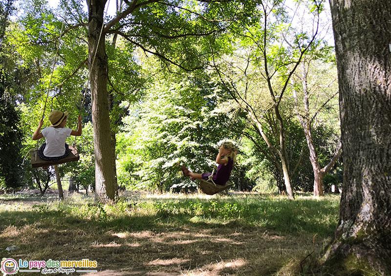 Balançoire dans les arbres