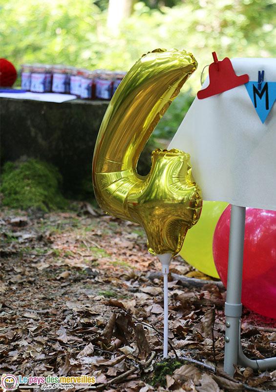 Ballon d'anniversaire à planter chiffre 4