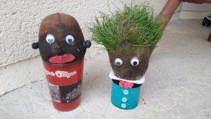 Bonhomme herbe avec des collant et du gazon