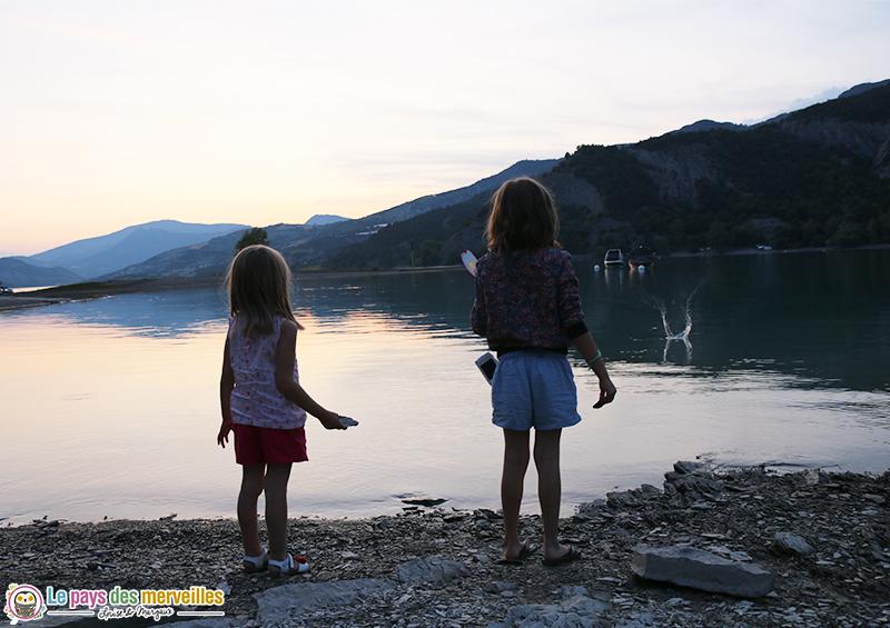 Lac de Serre-Ponçon la nuit