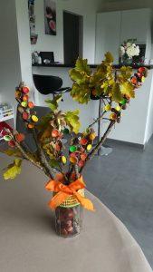 Bouquet dautomne avec des branches et des glands