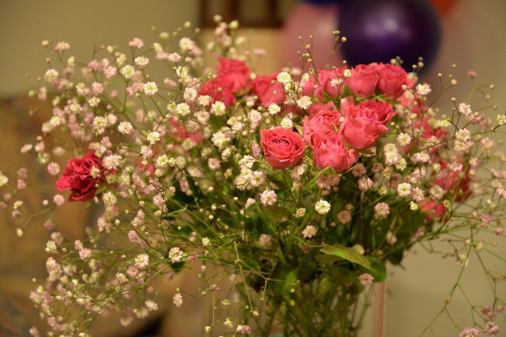 Bouquet de fleurs pour la décoration d'un anniversaire