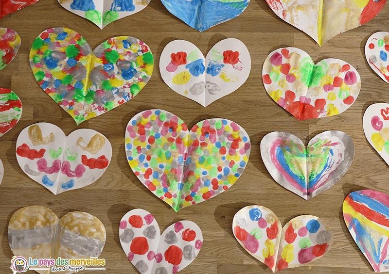 Modèles de coeurs en symétrie et en peinture