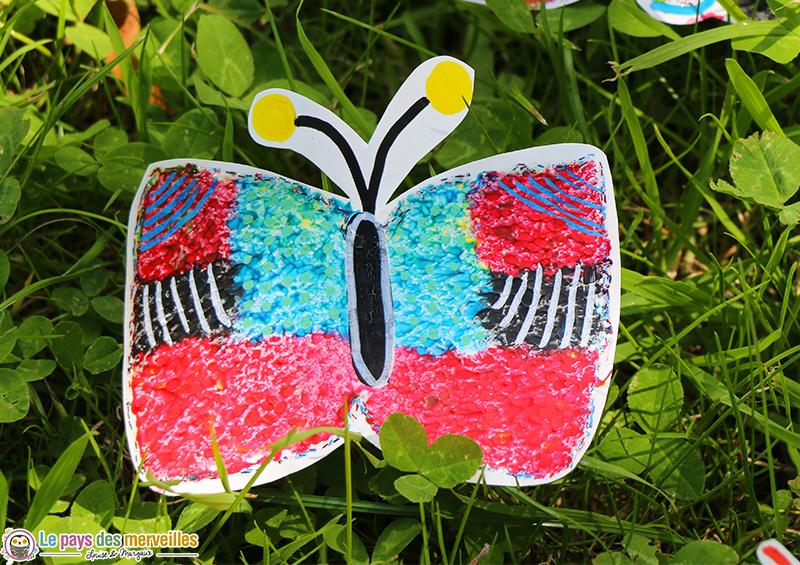 Bricolage maternelle papillon peinture aux doigts