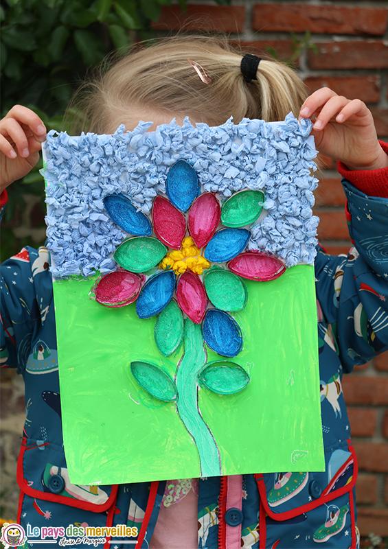 Fleur de printemps en rouleau de papier toilette