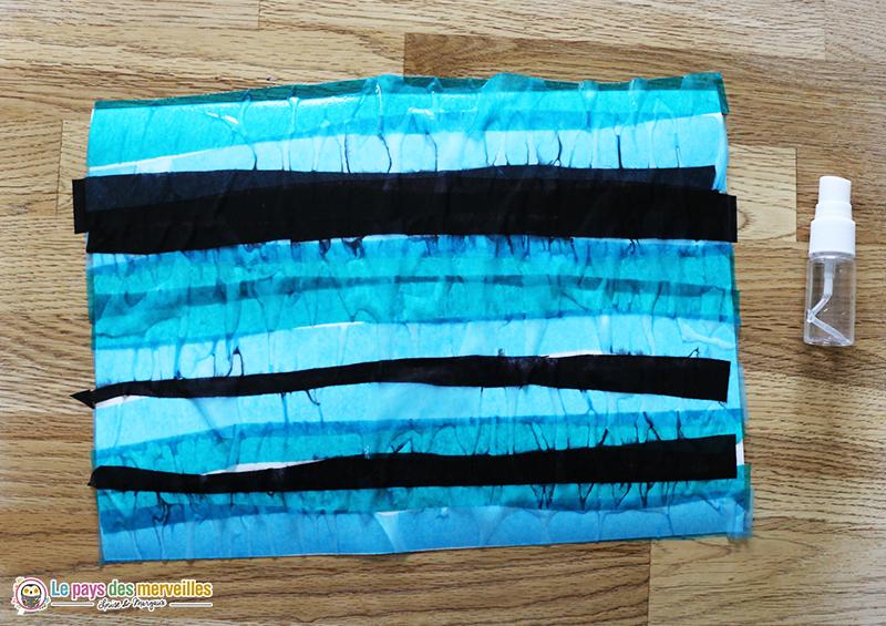 activité avec du papier de soie humide