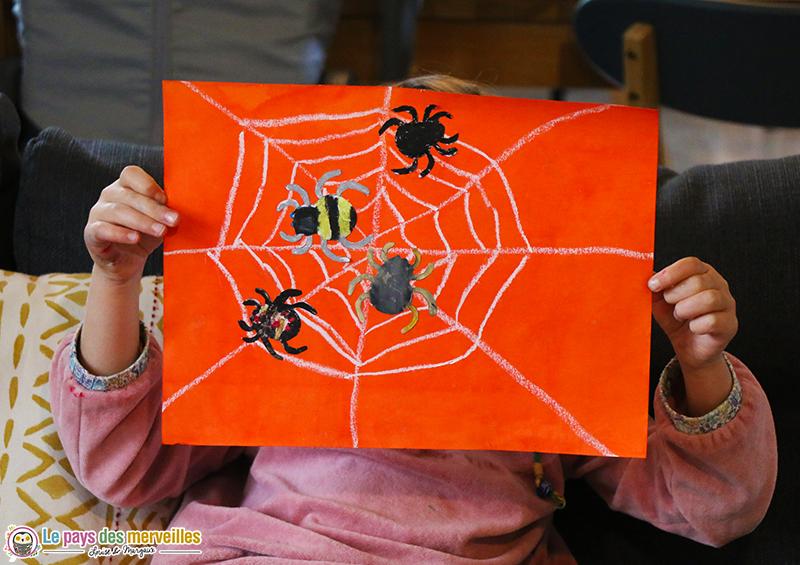 Toile d'araignée à la pastel et à l'encre (Bricolage Halloween)