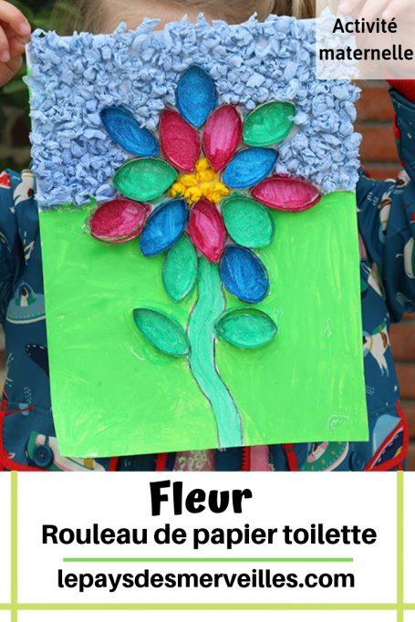 Fleur en rouleau de papier toilette et papier crépon