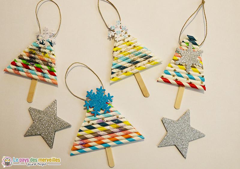Sapins de Noël réalisés avec des pailles en papier