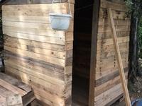 cabane avec du bois de palette