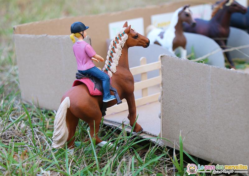 Figurine cheval et sa cavalière