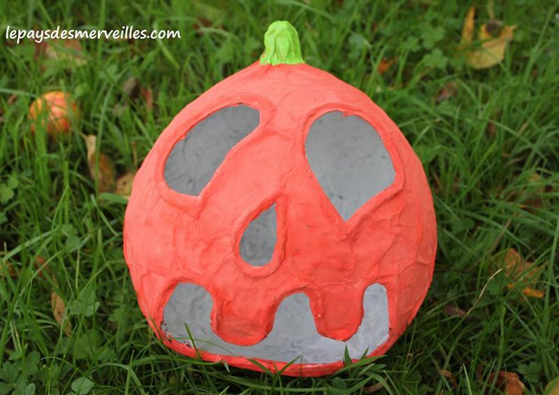 Citrouille d'Halloween en papier mâché