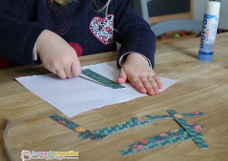 Coller des bandes de papier à motifs
