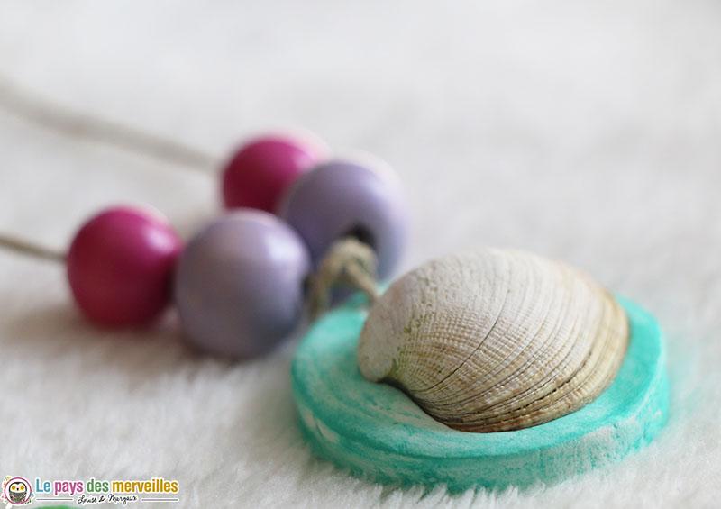 Collier coquillage, pâte autodurcissante et perles en bois