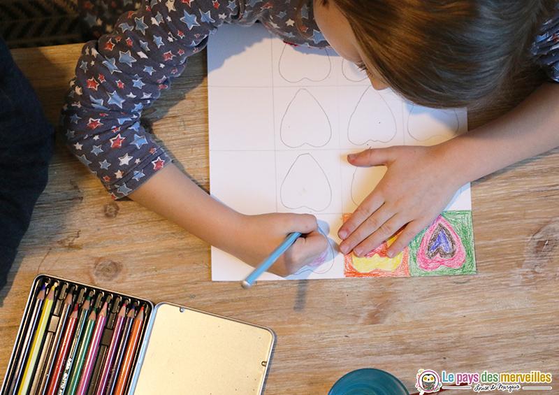 Colorier des coeurs à la manière de Kandinsky