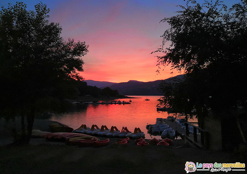 Coucher de soleil sur le lac de Serre-Ponçon