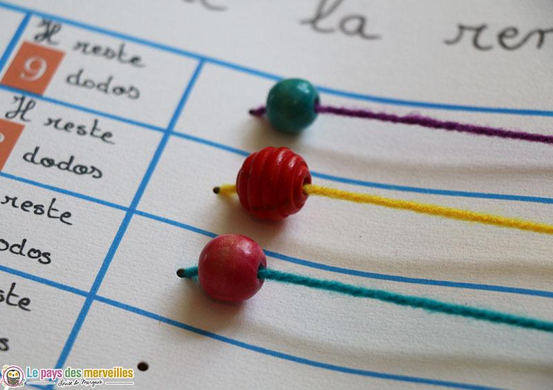 Perles à faire coulisser sur un fil de laine