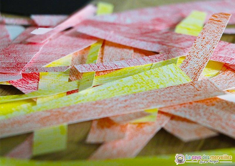 Bandes de papier coloriées