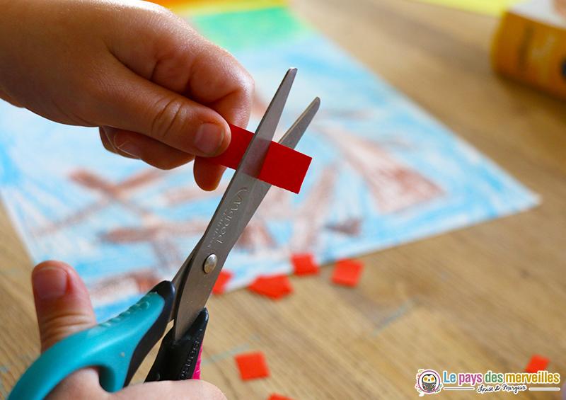 Découper des carrés dans des bandes de papier