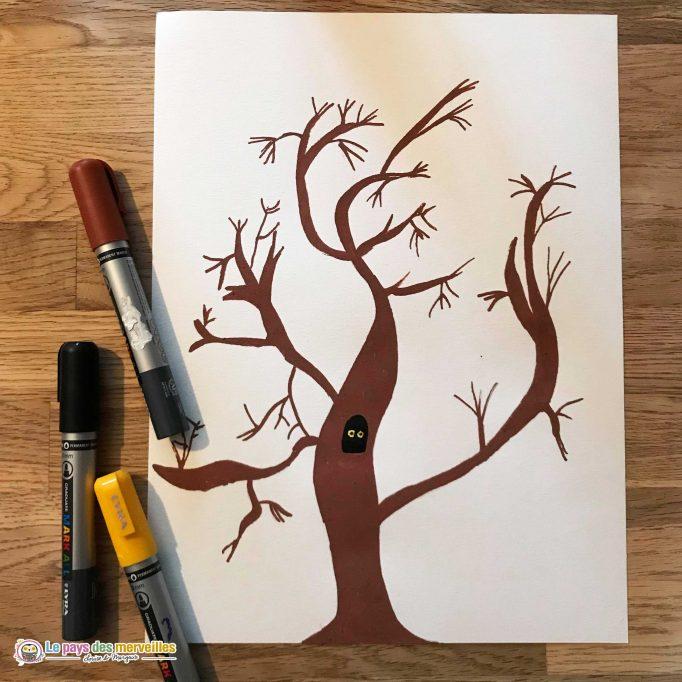 dessin colorié d'un arbre sans feuilles