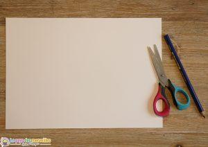 feuille papier, ciseau et crayon à papier