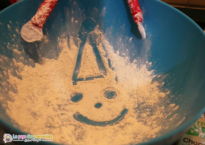 dessin dans la farine