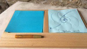 plateau de dessin sur le thème des galaxies