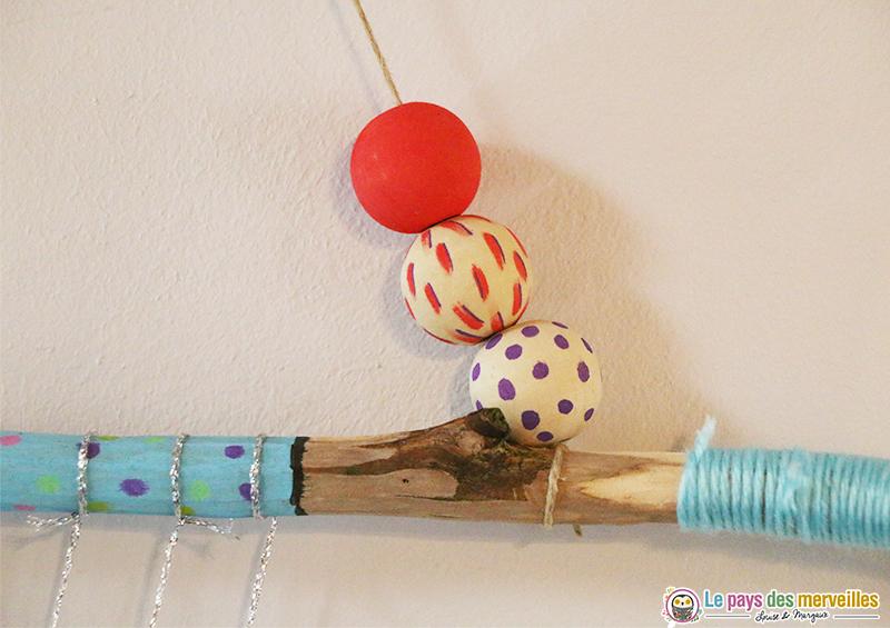 Perles en bois décorées avec des Posca
