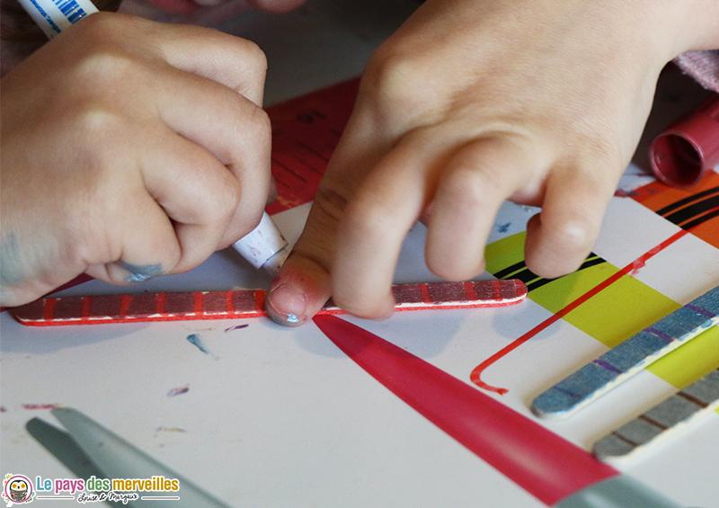 décorer un bâtonnet en bois
