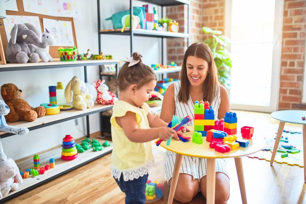 Devenir accompagnateur Montessori auprès des enfants