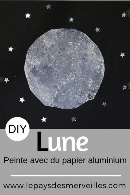Lune peinte avec du papier aluminium