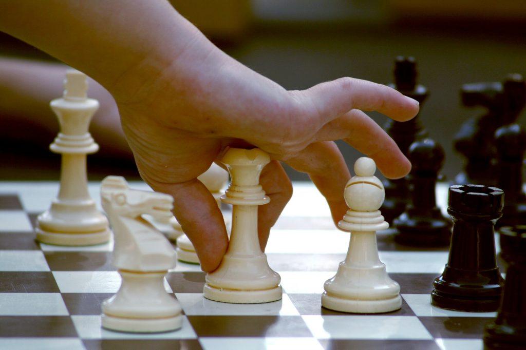 apprendre les échecs aux enfants